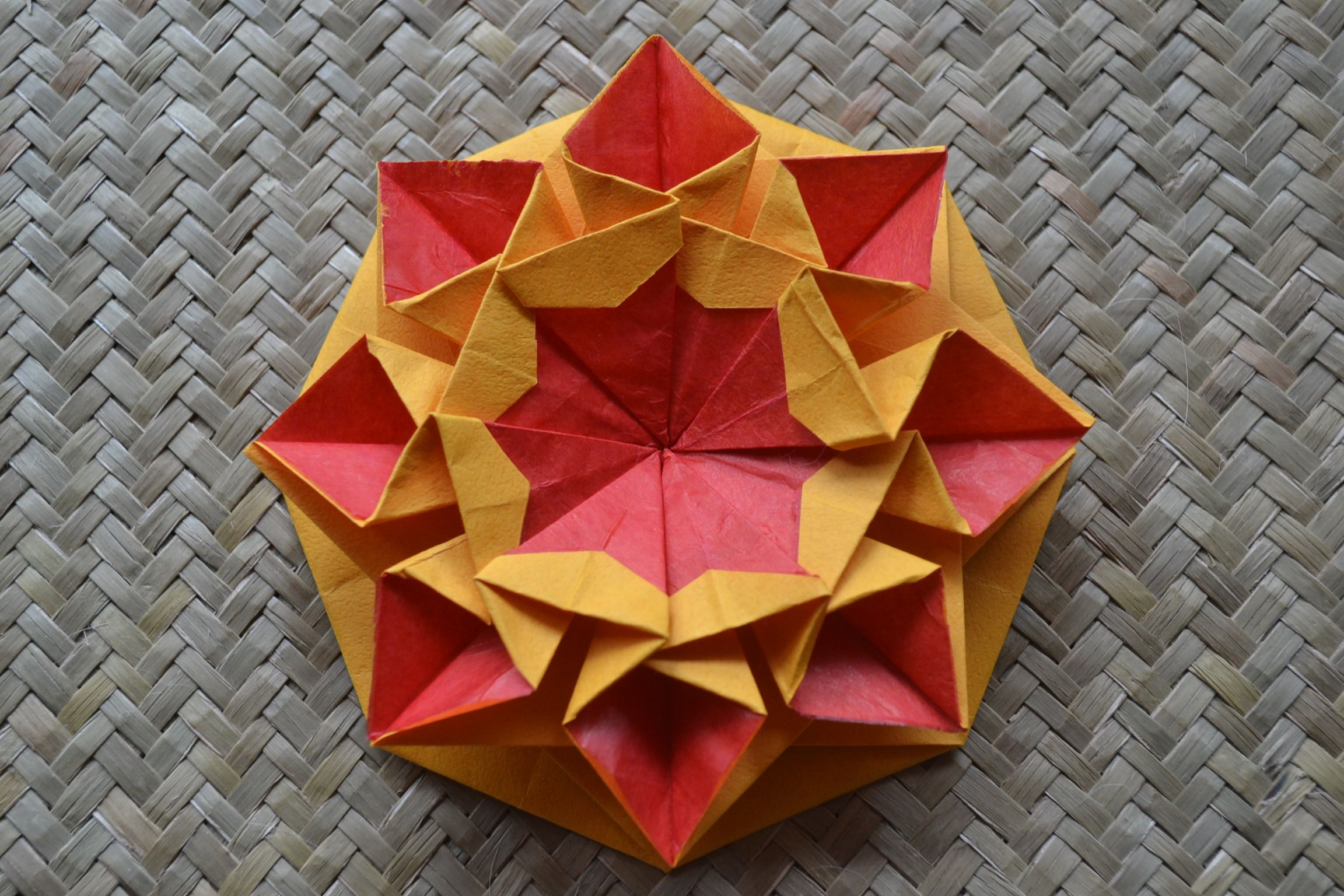 Star Helena Design By Carmen Sprung Origami Quilt Paper Folding Art Origami Paper Folding