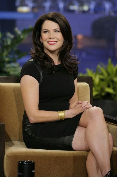lauren graham crossed legs in a navy mini dress on the tonight show celebrity legs on tv in. Black Bedroom Furniture Sets. Home Design Ideas