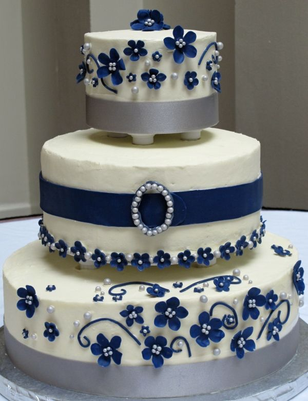 White, navy, and silver wedding cake