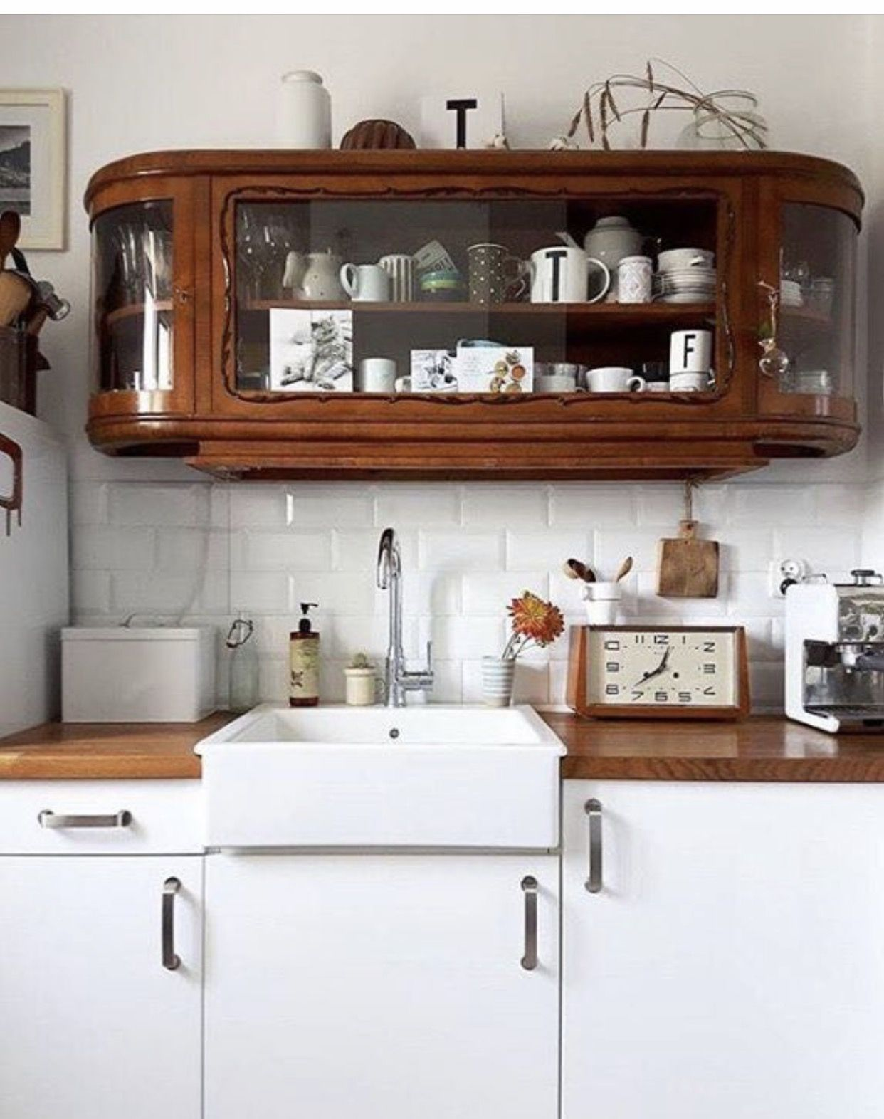 Hängeschrank Vitrine Pin By Adeleine Sinsabaugh On A Kitchen Is A Gathering Place