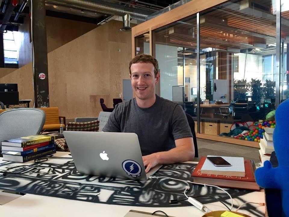 Facebook el titán de los medios de comunicaciones la fuerzas más poderosas del mundo.Facebook siempre ha preferido ser una empresa de tecnología en primer