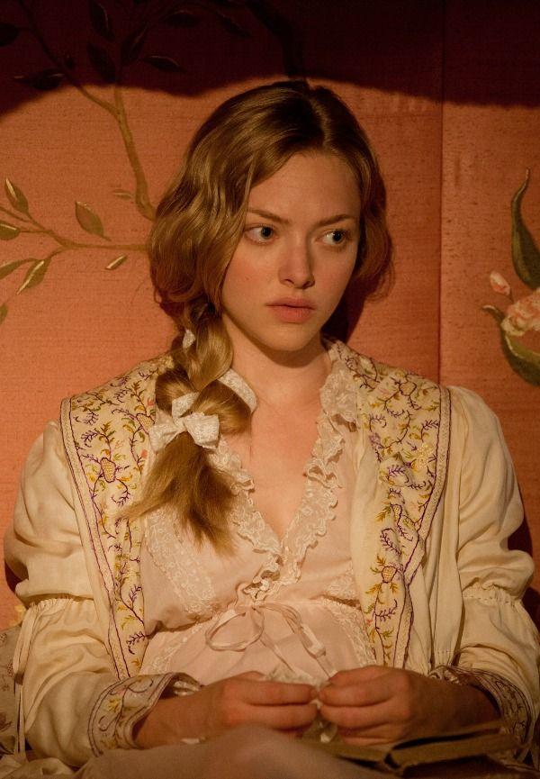 レ・ミゼラブル2012映画の寝巻のコゼットの画像