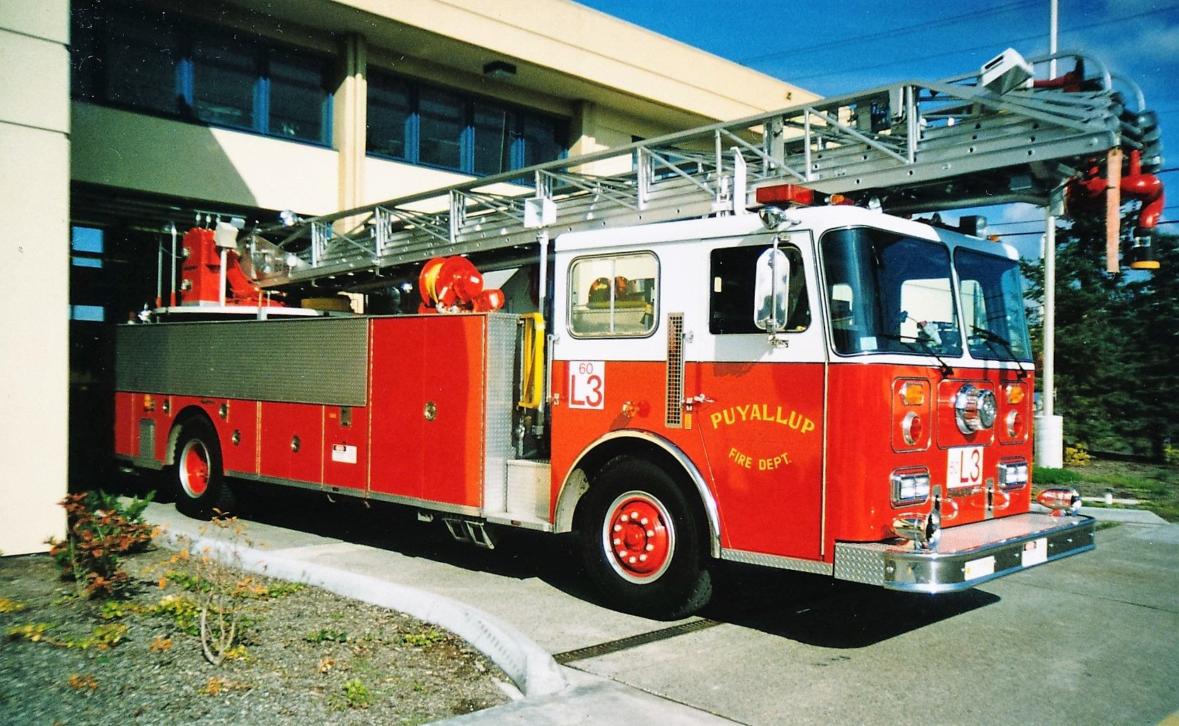 puyallup fire department ladder 3 1989 seagrave 100 rear mount aerial  [ 1676 x 1032 Pixel ]