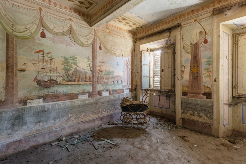 Romain Veillon Travels Across Europe To Photograph Fresco Paintings In Abandoned Buildings Abandoned Buildings Grand Homes Abandoned