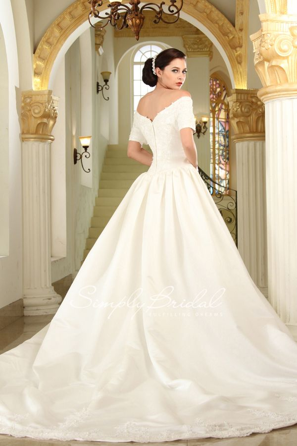 How Gorgeous Are These Wedding Dresses This Old Hollywood Gown Is One Of Our