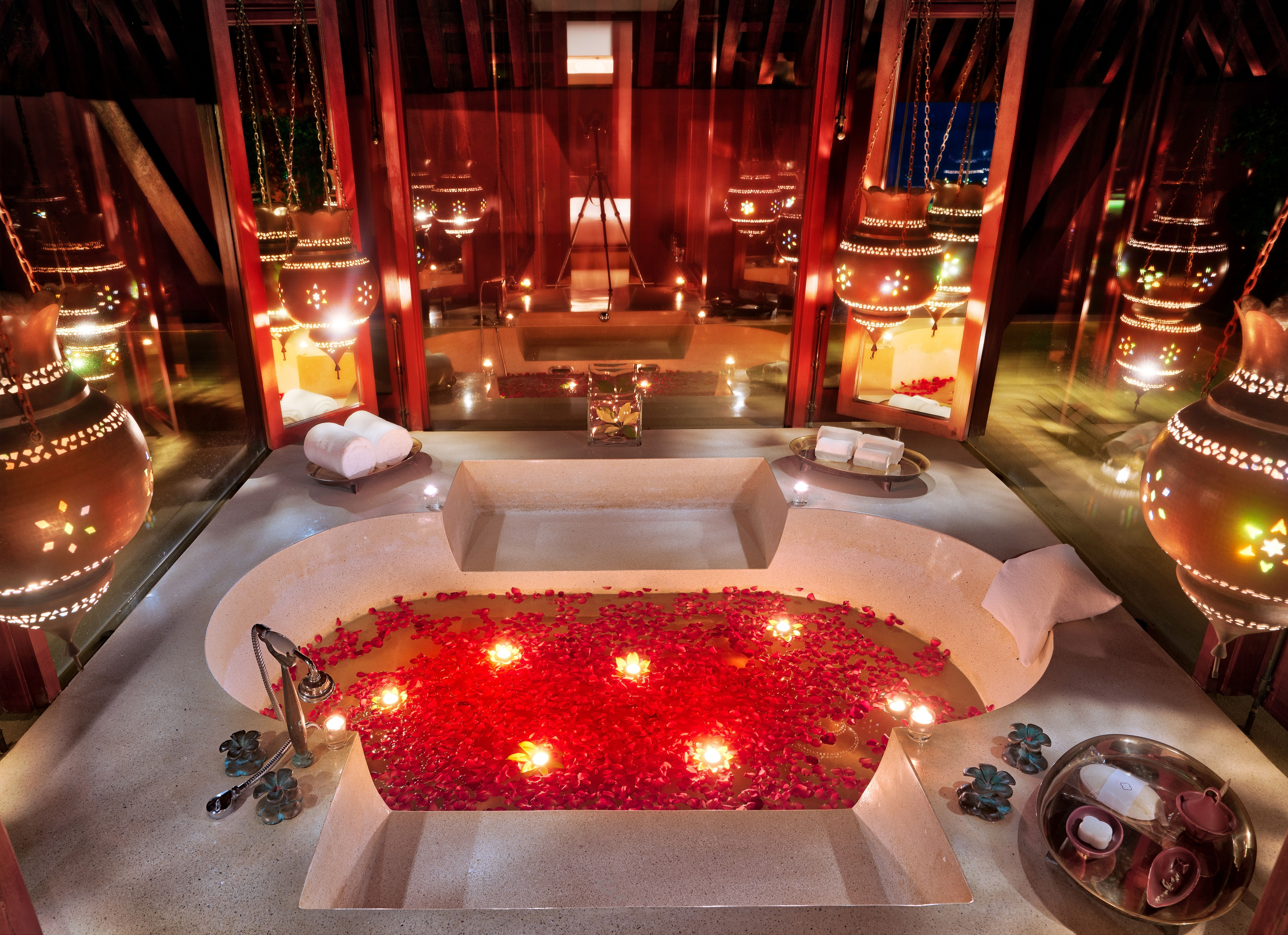 My Very Romantic Bath Here In Phulay Bay I Felt Very Strange Getting In Here By Myself I Sat In Here And Read Some Patric Romantic Bath Bath Candles Romantic
