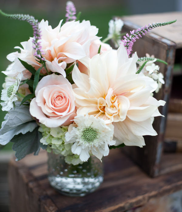 Wine country wedding by megan clouse photography florals for Bouquet de fleurs wine