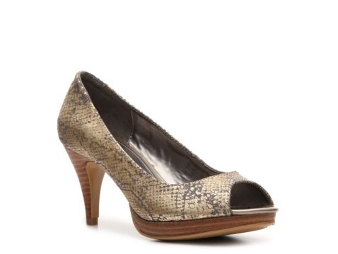 Bandolino Mylah Pump....I want to make out with these shoes!