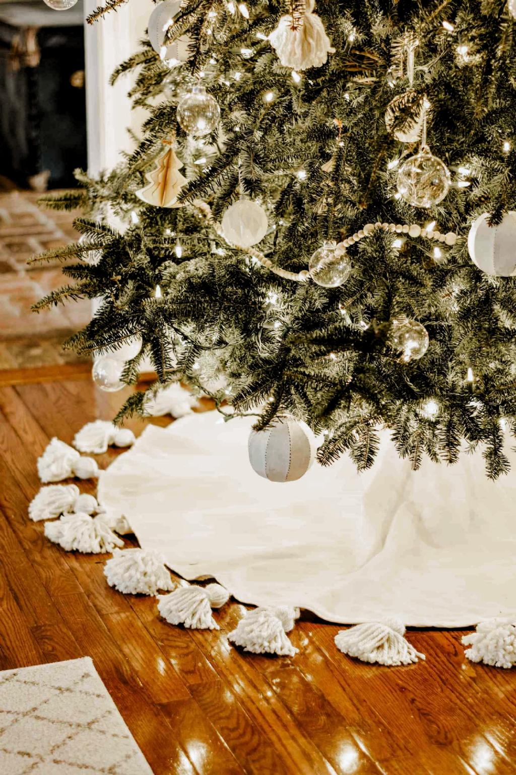 Diy Tasseled Tree Skirt For A Simple Christmas Tree House On Longwood Lane In 2020 Simple Christmas Tree Simple Christmas Diy Tassel