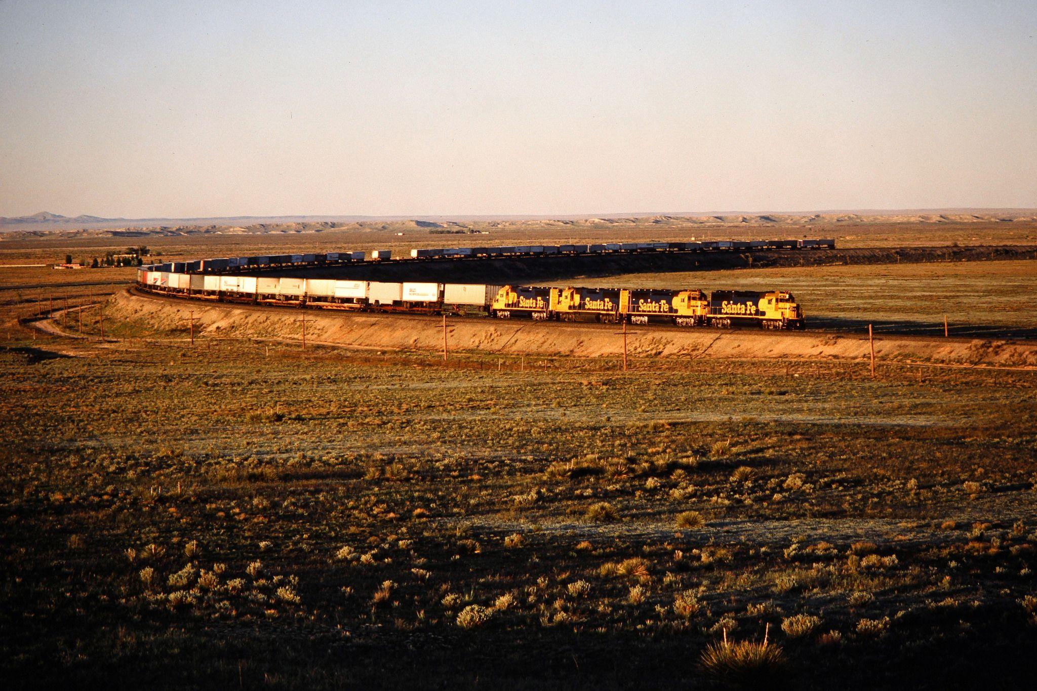 https://flic.kr/p/EDg4NY | ATSF, Willard, New Mexico, 1986 | Westbound Santa Fe Railway freight train in Willard, New Mexico,  on May 5, 1986. Photograph by John F. Bjorklund, © 2015, Center for Railroad Photography and Art. Bjorklund-05-06-07