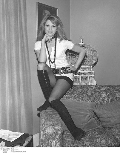 Joanna lumley pantyhose log