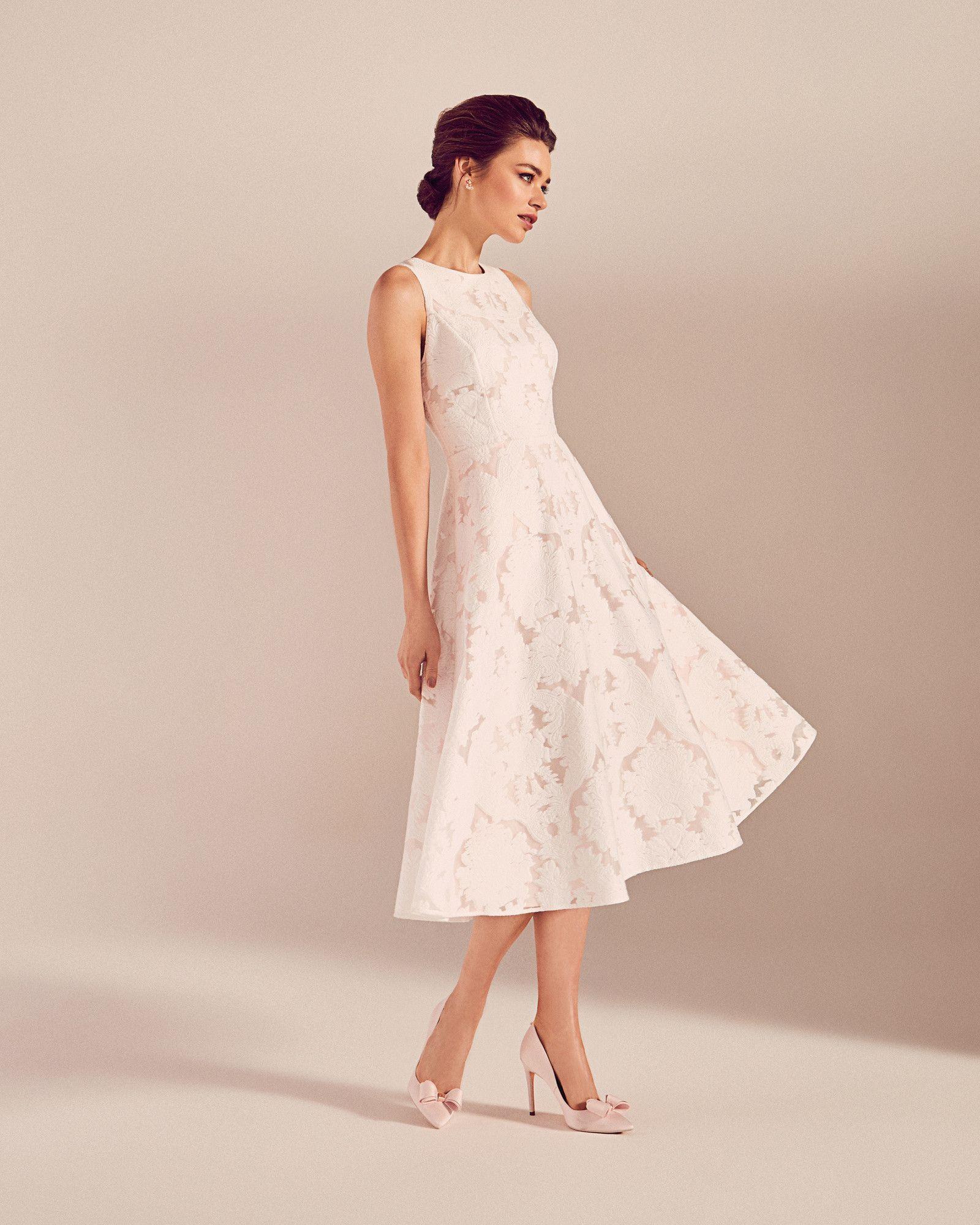 Ärmelloses Kleid mit Ausbrennermuster - Elfenbein | FS17 Tie The ...