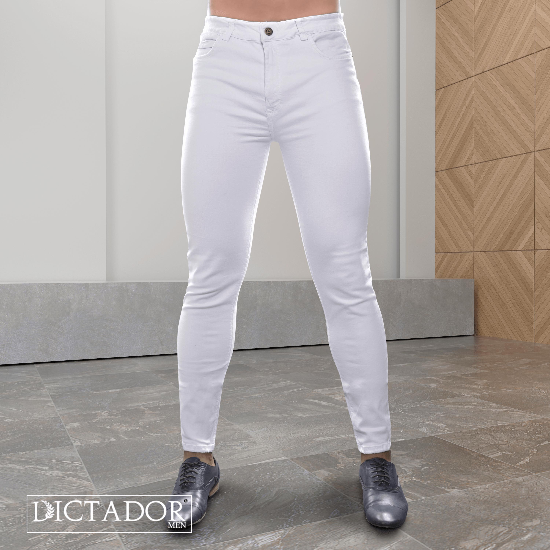 1 Color Que Todo Hombre Debe Usar Blanco No Es Exclusivo De Camisas Tambien Lo Puedes Usar En Jeans O Jeans Blancos Hombre Jeans Para Hombre Moda Masculina