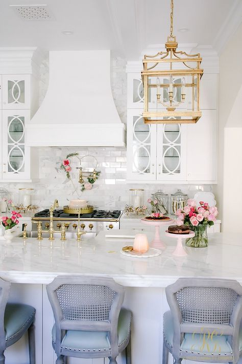 Romantic Valentine's Day Home Tour + Styling Tips is part of home Inspiration Romantic - Romantic Valentine's Day Home Tour + Styling Tips  simple tips to help you decorate your home for Valentine's Day, including a full home tour