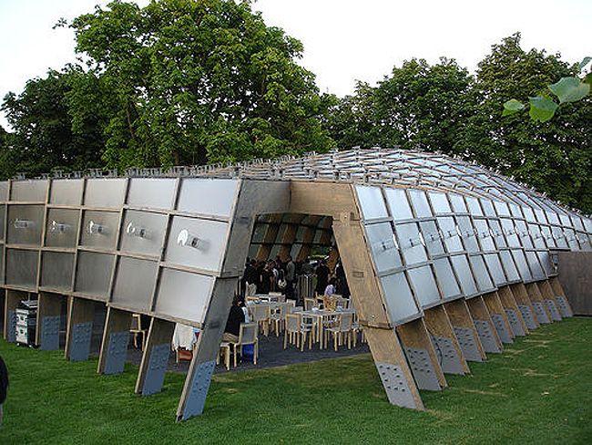 Alvaro Siza S Solar Powered Serpentine Gallery Pavilion Illuminated By Polycarbonate Panels Serpentine Pavillion Pavilion Design Alvaro Siza