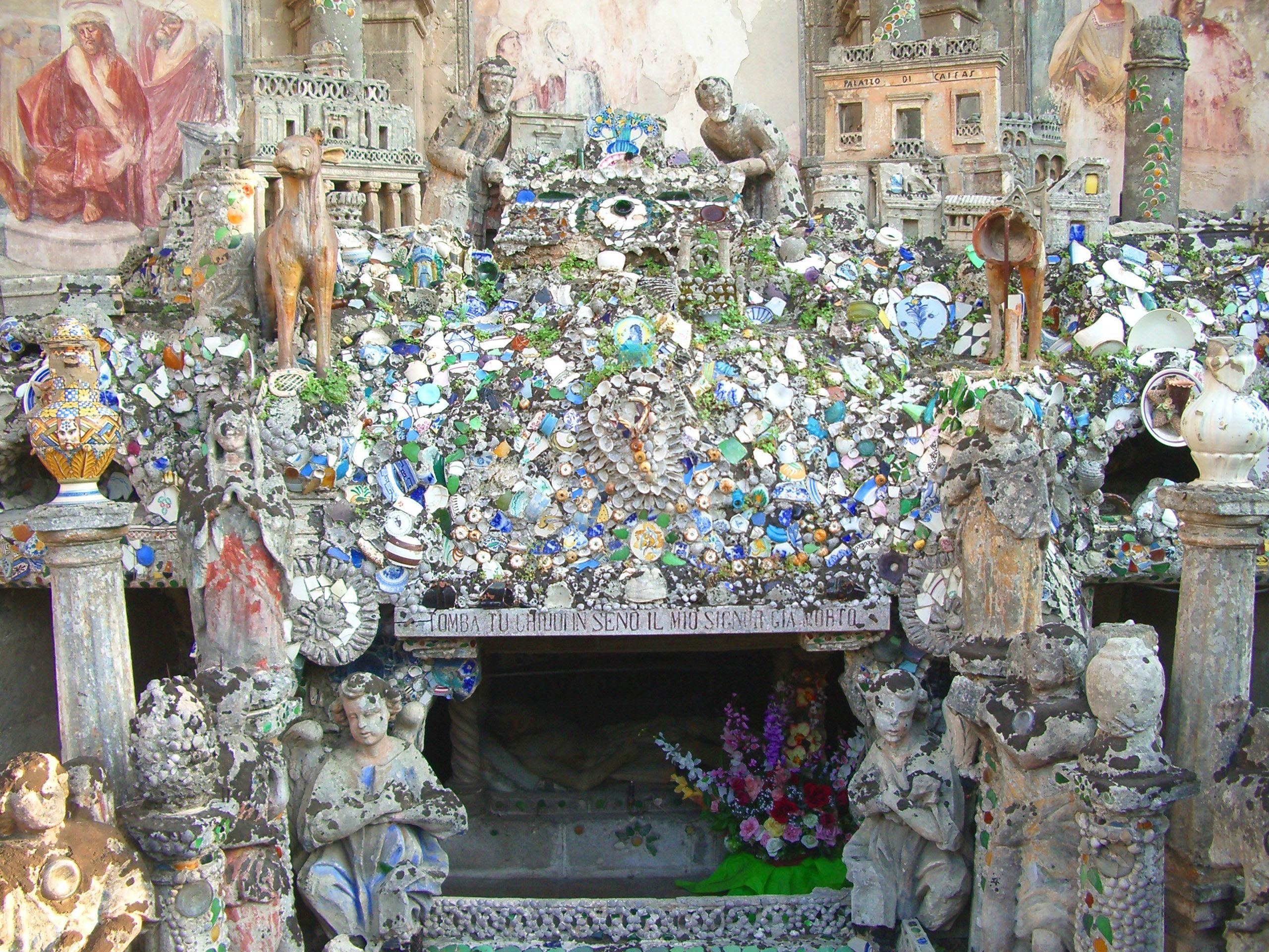 piccolo altare a Manduria, Taranto. Italia
