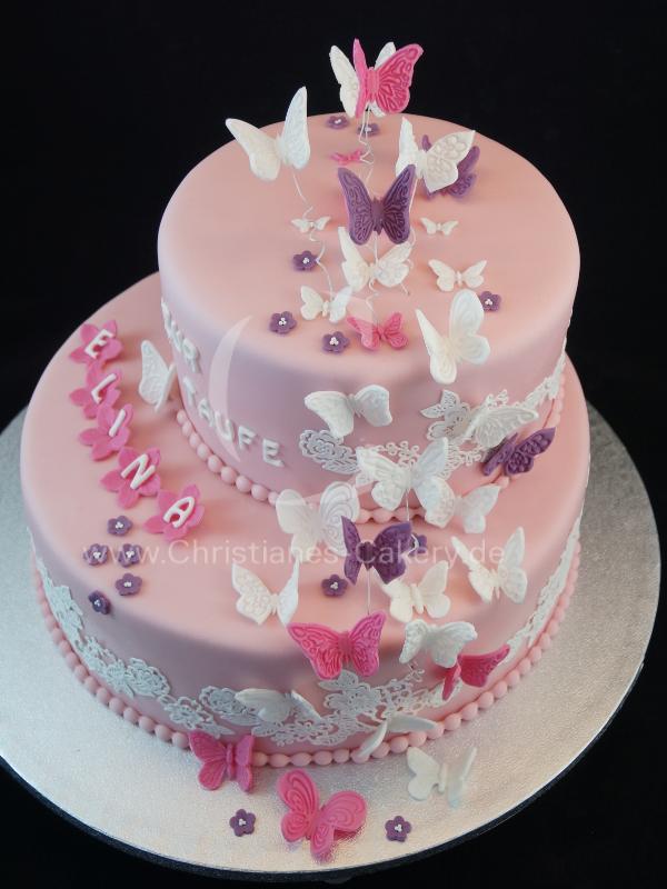 Schmetterlinge im Bauch… Schöne doppelstöckige in rosa gehaltene Tauftorte m…