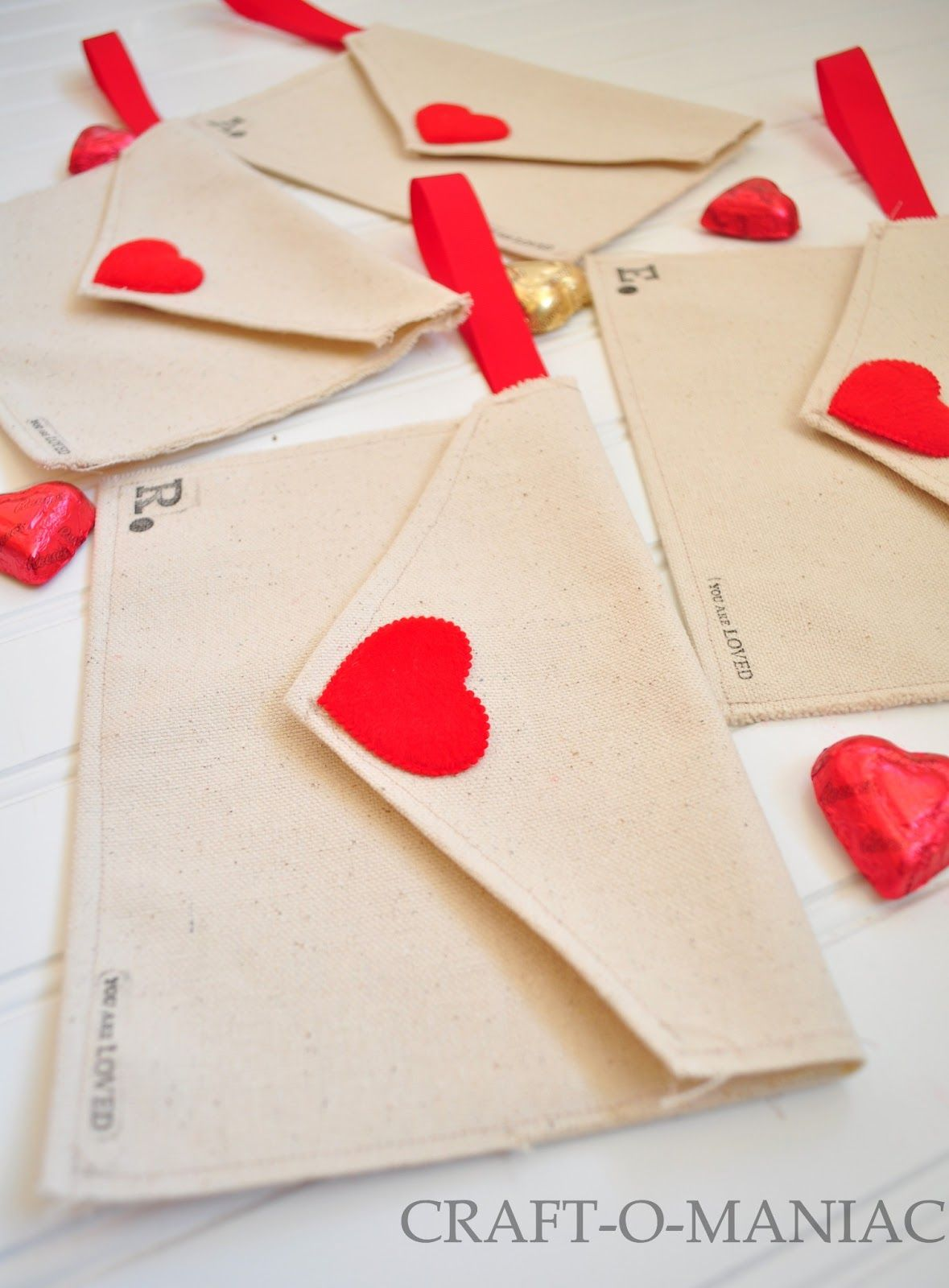 Craft-O-Maniac: DIY Valentine Fabric Envelopes- and use them for a Valentine Advent Calendar or just plain love notes!