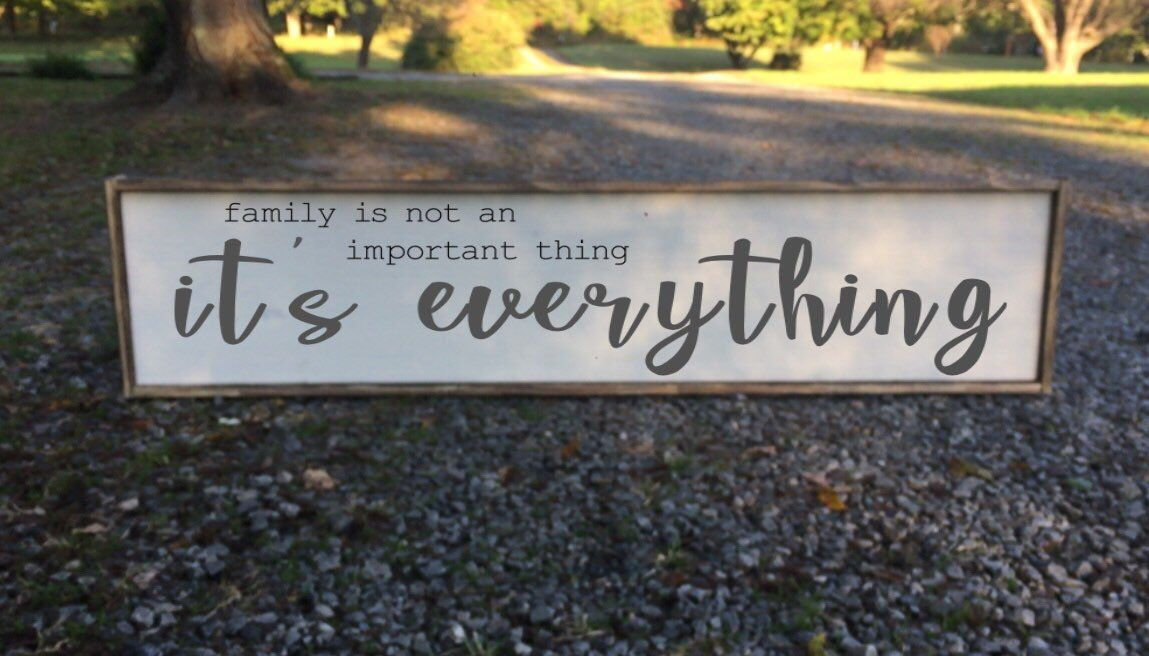 Family Is Everything Sign With Quote Living Room Signs Signs For Above Bed Large Sign Wall Decor Li Rooms Home Decor Wall Decor Living Room Dream Living Rooms