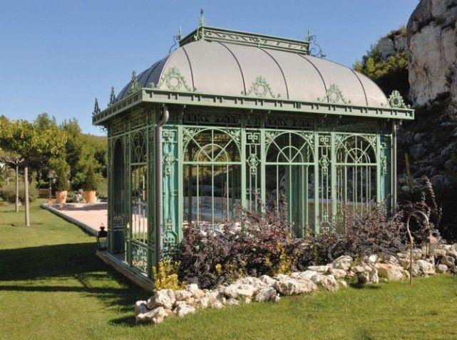 Un jardin au c ur de l hiver classique lunettes et serre for Kiosque exterieur design