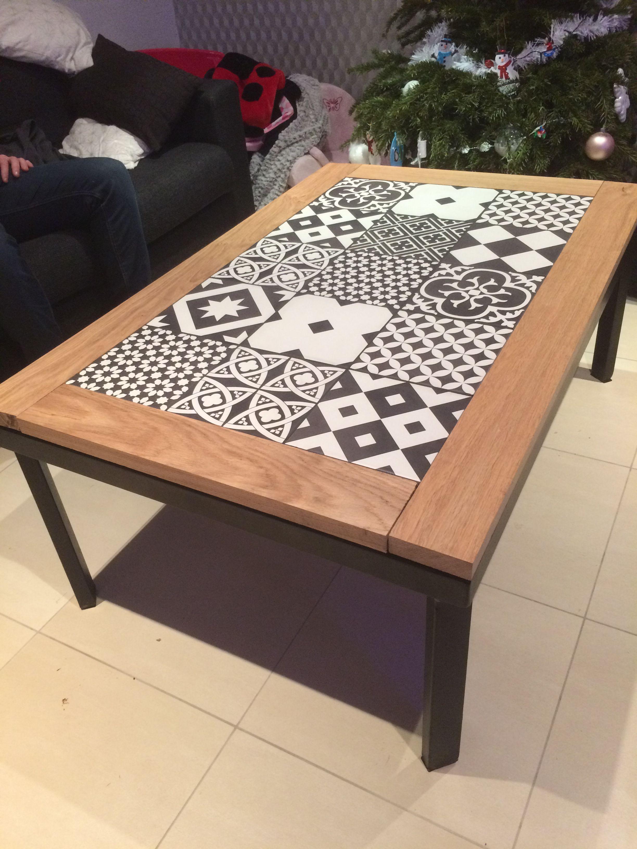 Creation Diy Table Basse Structure Metal Faience Effet Carreaux De Ciment Et Contour Bois Massif En Chene Table Basse Exterieur Table Basse Bricolage Table