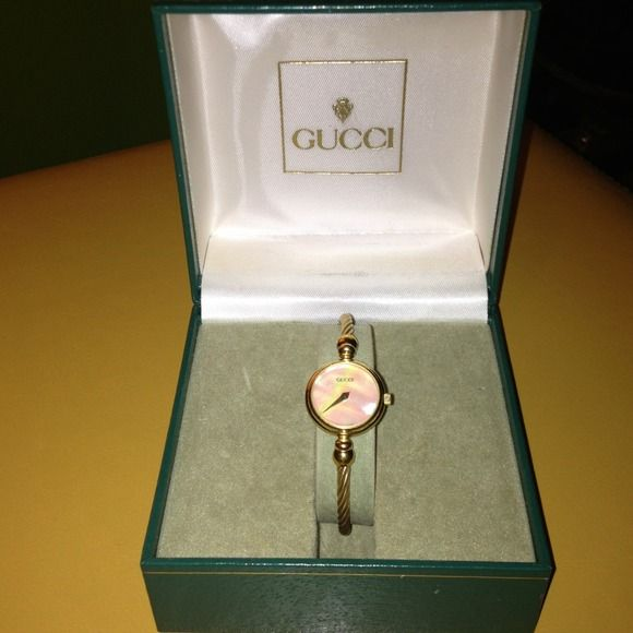 a7370c87d24 Mother Pearl · Bangles · Mint · Pearls · Vintage Gucci Watch PRICE REDUCED  8 22 This authentic dainty vintage Gucci ladies watch is
