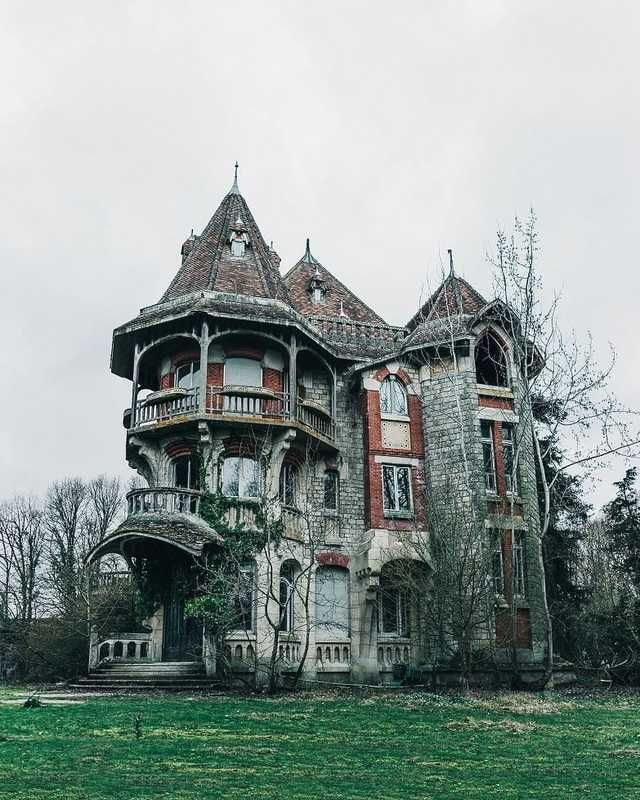 Magnificent Mansion abandoned in France