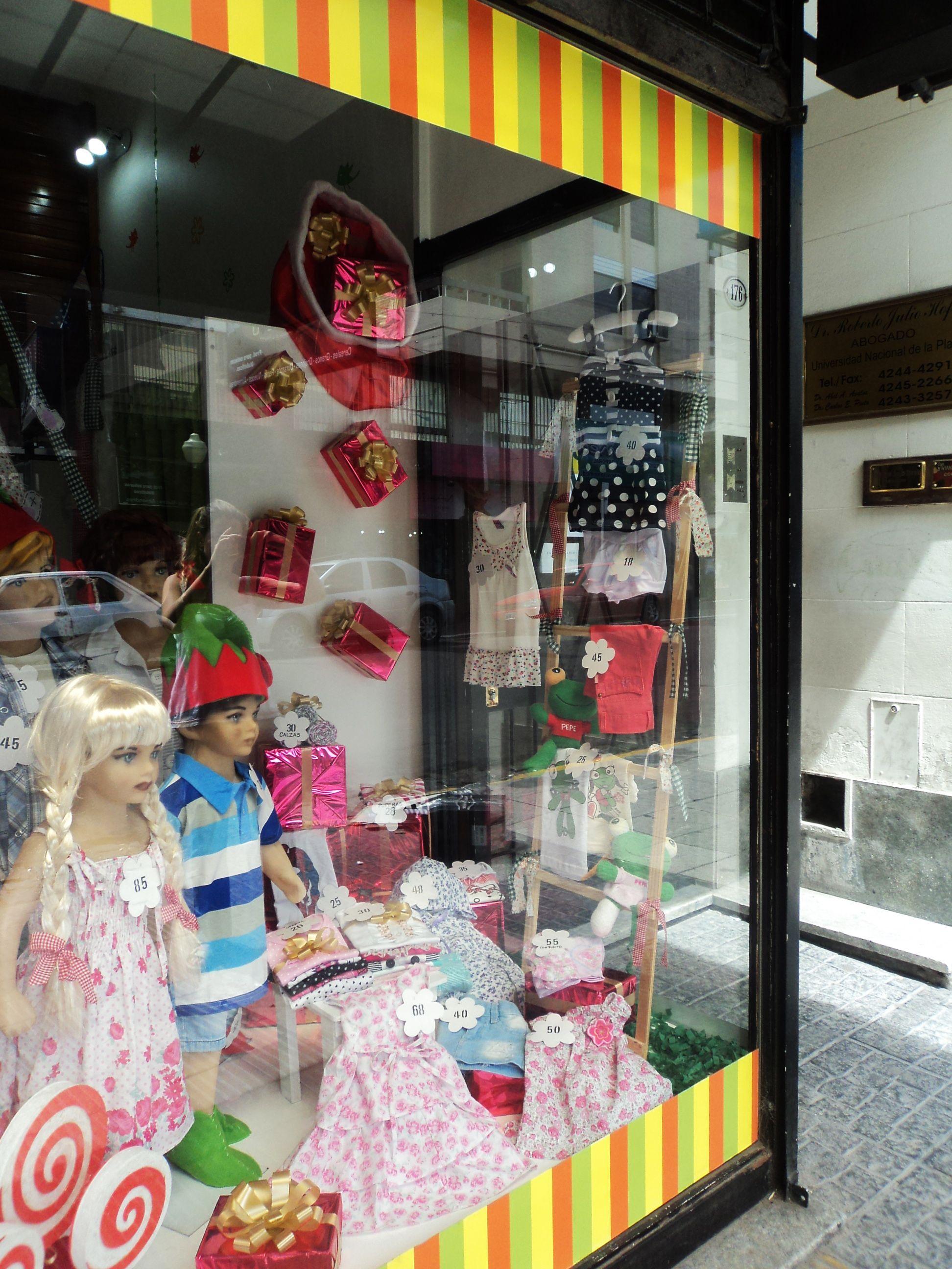 beba11744187 Decoración de local de ropa infantil