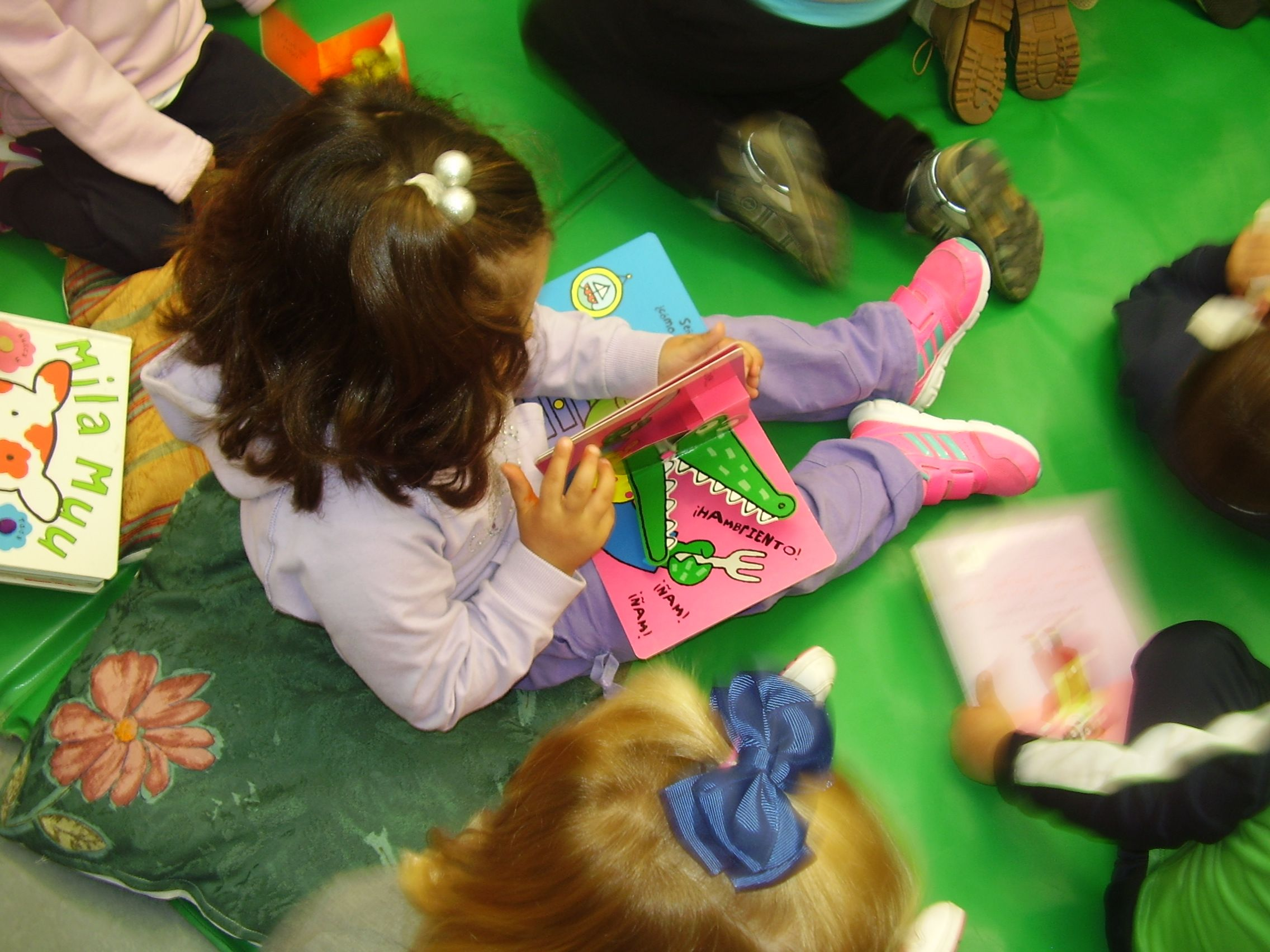Visita escolar a la Biblioteca de los alumnos/as de 3 años del C.P. Manuel Fernández Juncos.