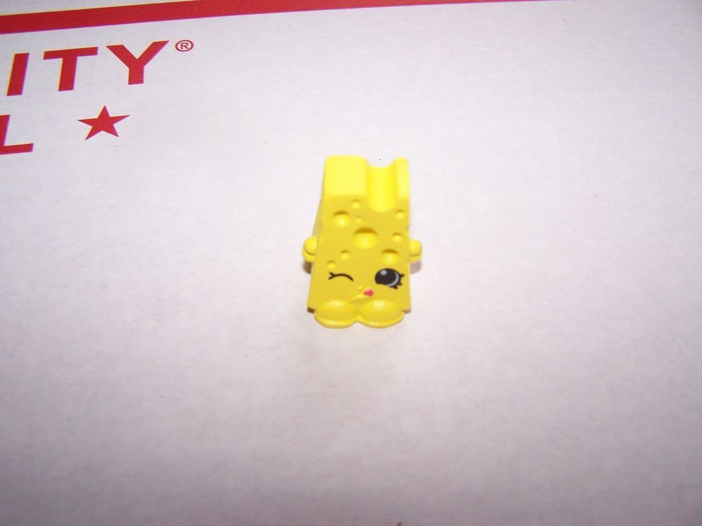Shopkins Season 1  Chee Zee Yellow #1-065 w// Shopping Bag