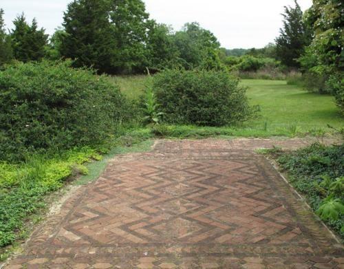 The Garden Of Margaret Kerr Brick Garden Garden Design Magazine Garden