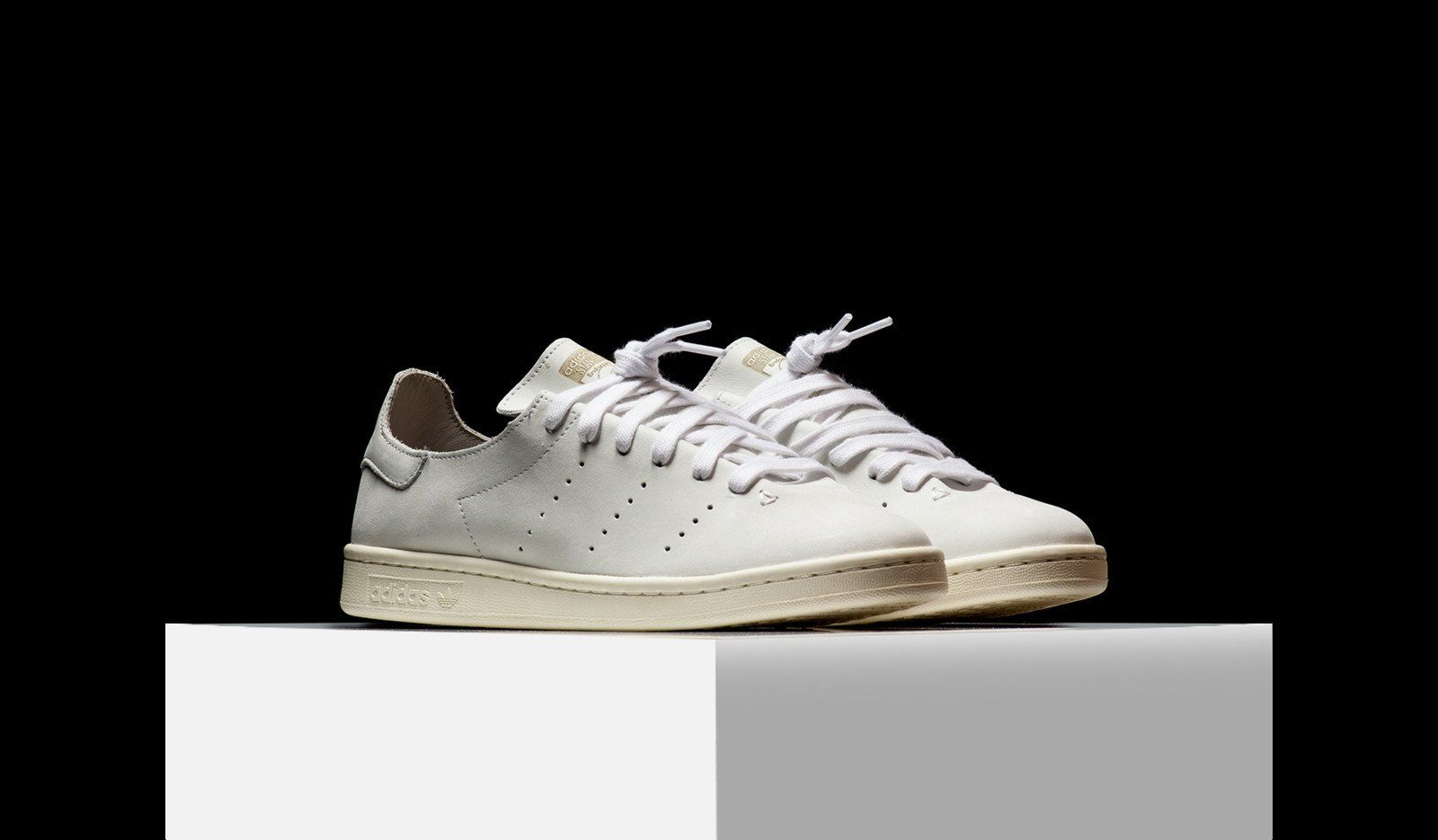 adidas originali introduce la pelle con un calzino stan smith