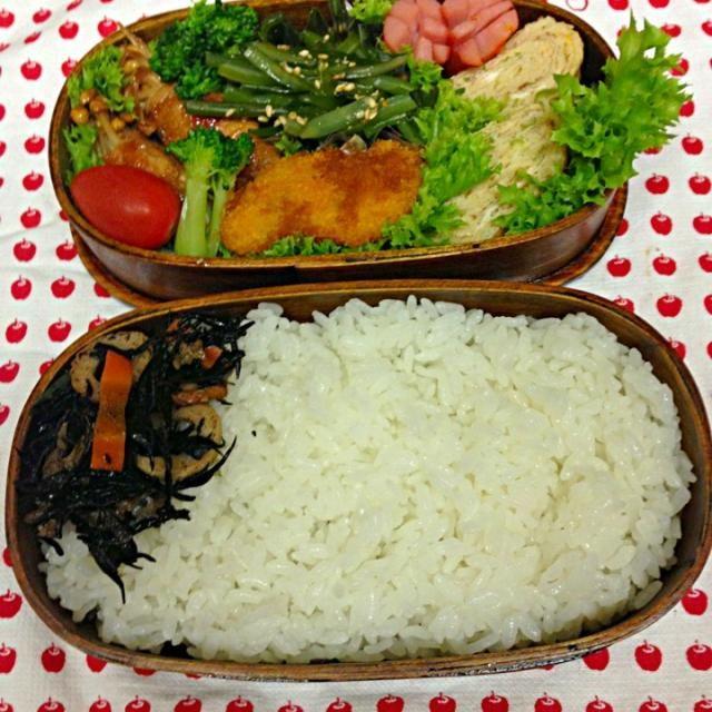おはようございます 今日は、隅田川花火大会です。 にぎやかになりそうです 今日は… えのき豚肉巻 葱入り卵焼き ウィンナー 海老カツ冷食 茎わかめナムル ひじき煮 愛情 - 57件のもぐもぐ - 7月26日お弁当… by momo12345