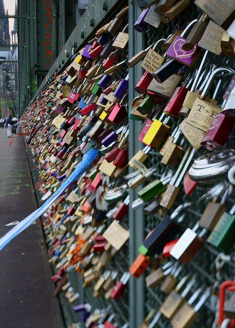 Liebes Schlosser Love Locks Hohenzollernbrucke Cologne Germany Meine Stadt Koln Schlosser Brucke Und Stadt Koln