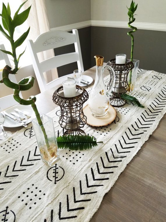 White Mudcloth Table Runner In A Bohemian Style With Geometric Patterns These Runners Are Made From Vintag Mud Cloth Fabric Table Runner Table Runners Wedding