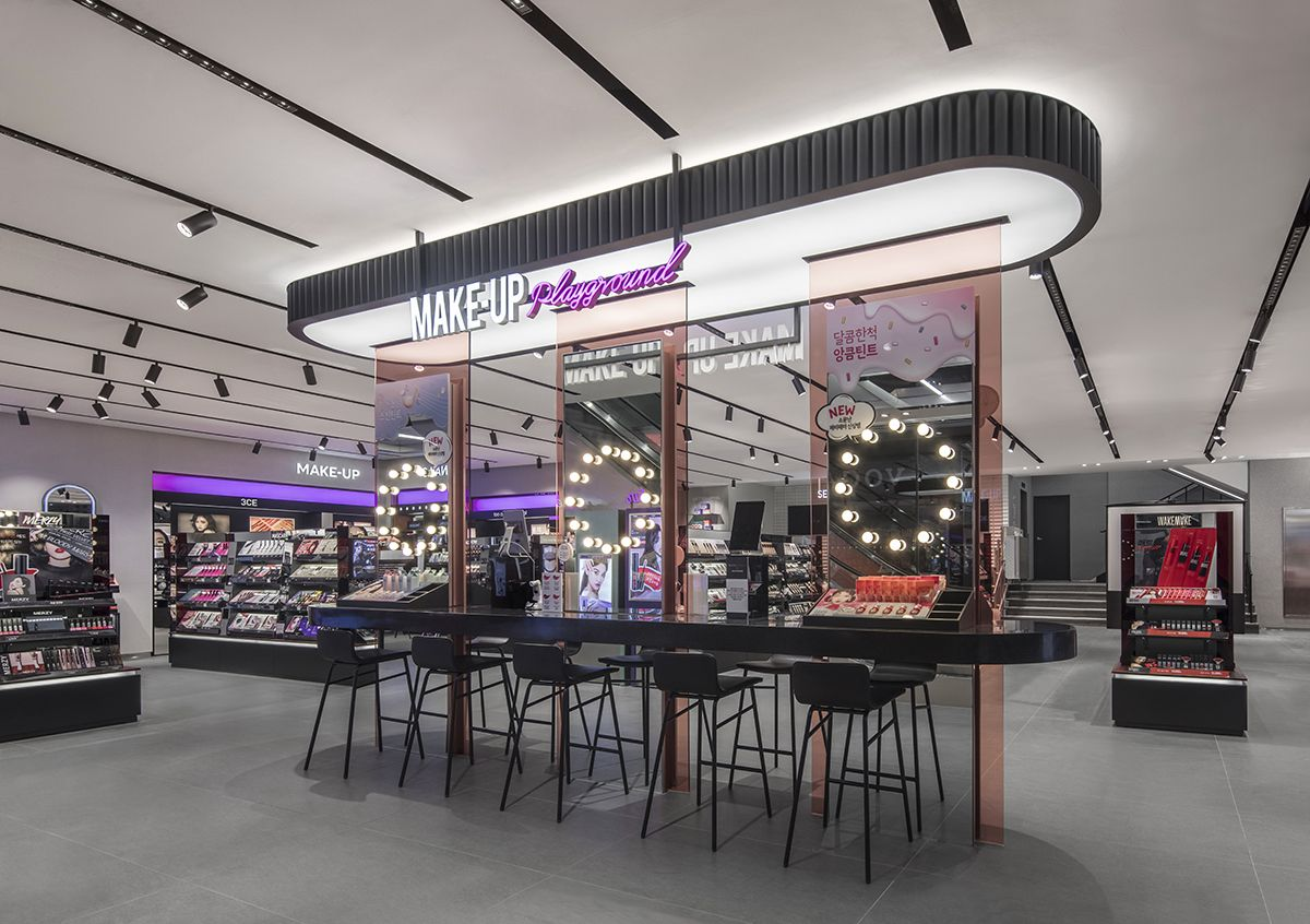 Pin By Adriana Lopes On Exhibit Design In 2020 Store Design Interior Retail Space Design Store Design