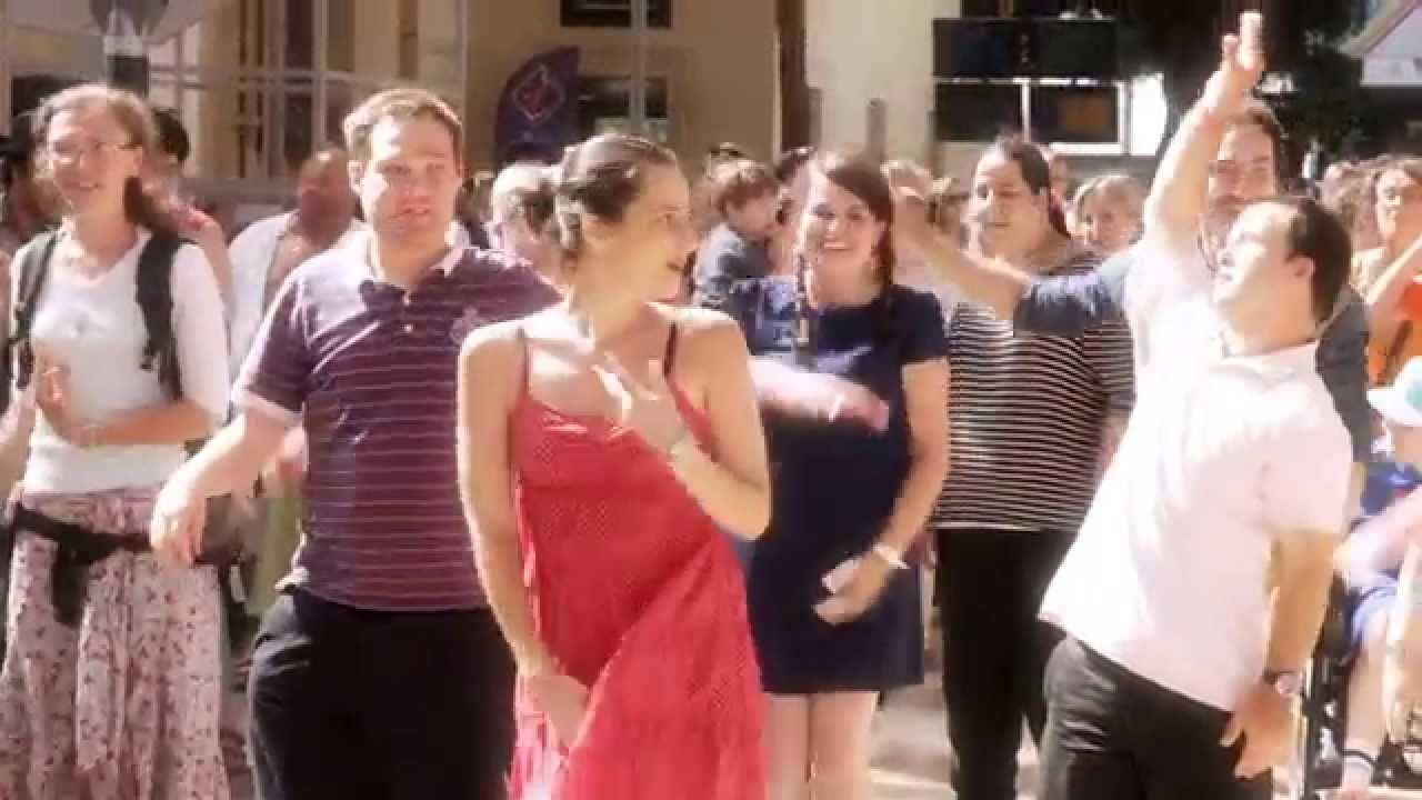 Here's a video that's sure to make you get up and danse! A L'Arche flash mob in the beautiful Saint-Charles train station in Marseille, France. Enjoy! #flashmob #community