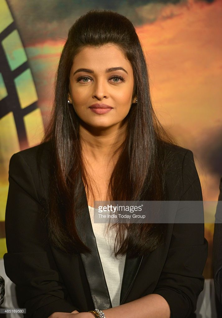 Aishwarya Rai At The Trailer Of Her Upcoming Movie Jazbaa In Mumbai Aishwarya Rai Actress Hairstyles Most Beautiful Indian Actress