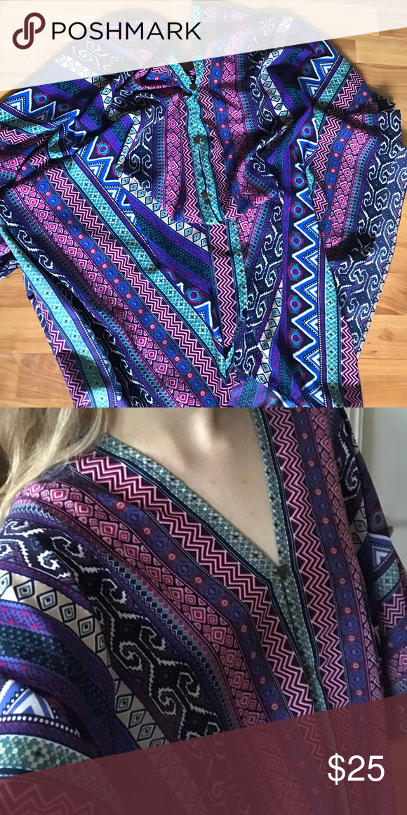 👣Earthbound Tunic👣 Fun colorful tunic :) I love it, but never have a chance to wear it. It needs a better home. It is in perfect condition. Ask me any questions or make an offer! *Not Free People but it looks Free People-esque. Free People Tops Tunics