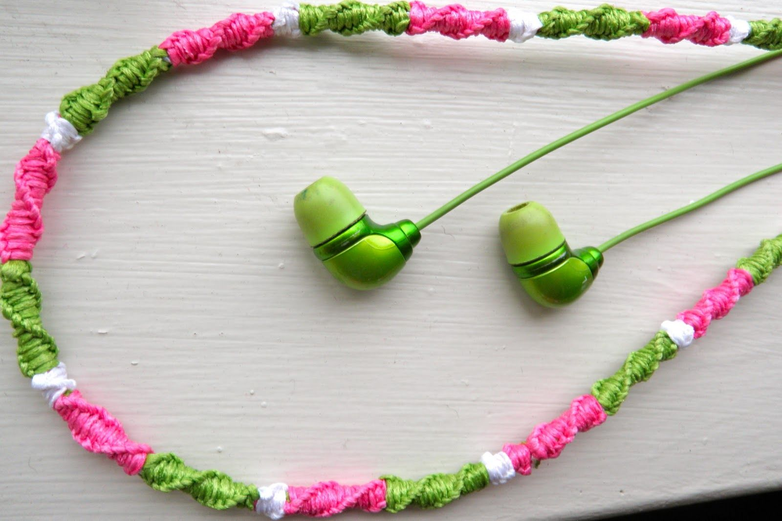 How to make a bracelet from headphones. several types of jewelry made by yourself. Step-by-step instruction 46