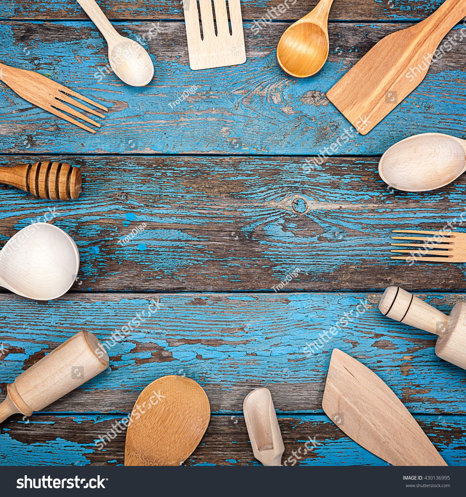 Set kitchen utensils on a wooden background. Accessories for cooking ...