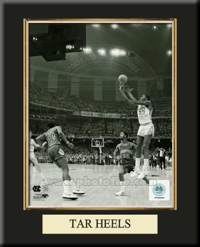 8 x 10 inches University of North Carolina Tar Heels Team Logo Art Print