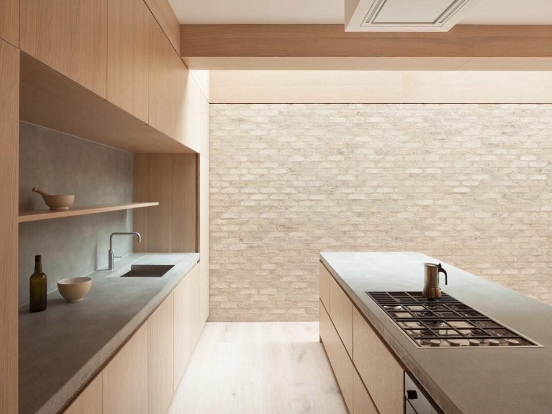 Harvey Rd - Crouch End, London Erbar Mattes Architecture  @erbarmattes Photo Ståle Eriksen #kitchen #instakitchen #trxtures #brick #brickwork #concrete #concretebench #simplicity #paredback #timber #interiordesign #instainteriors #instainterior #erbarmattes