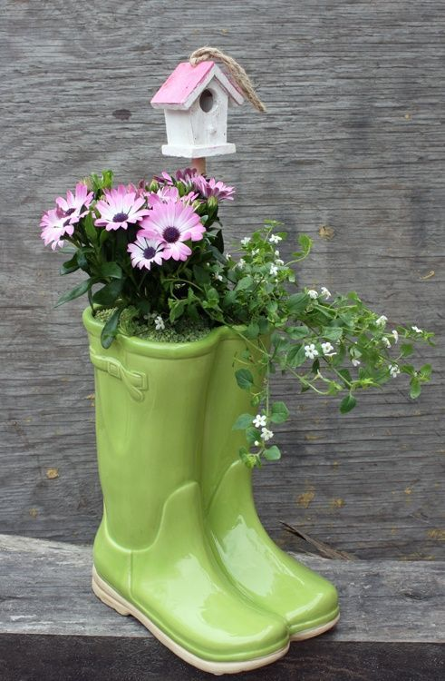 20 Gorgeous Rain Boots Planter Ideas That You Will Love Spring