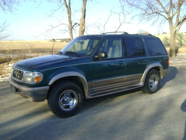 2 995 00 1998 Ford Explorer Eddie Bauer Edition 4x4 Ford Explorer Ford Ford Trucks