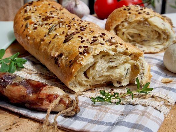 Чудесен домашен хляб с аромат на масло и хрупкави семена.