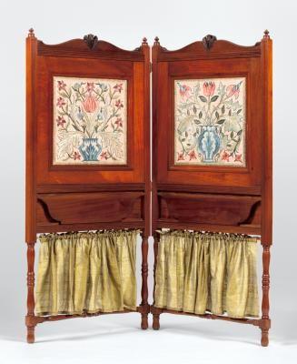 """Morris & Co. """"Tiesto"""" (1880) de la pantalla Bi-Fold (kit). Diseñado por William Morris. Bordados de seda en el lino, vidrio, madera negra."""