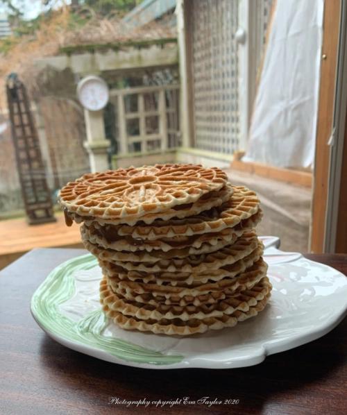 stroopwafels in 2020  love food food processor recipes yummy cookies