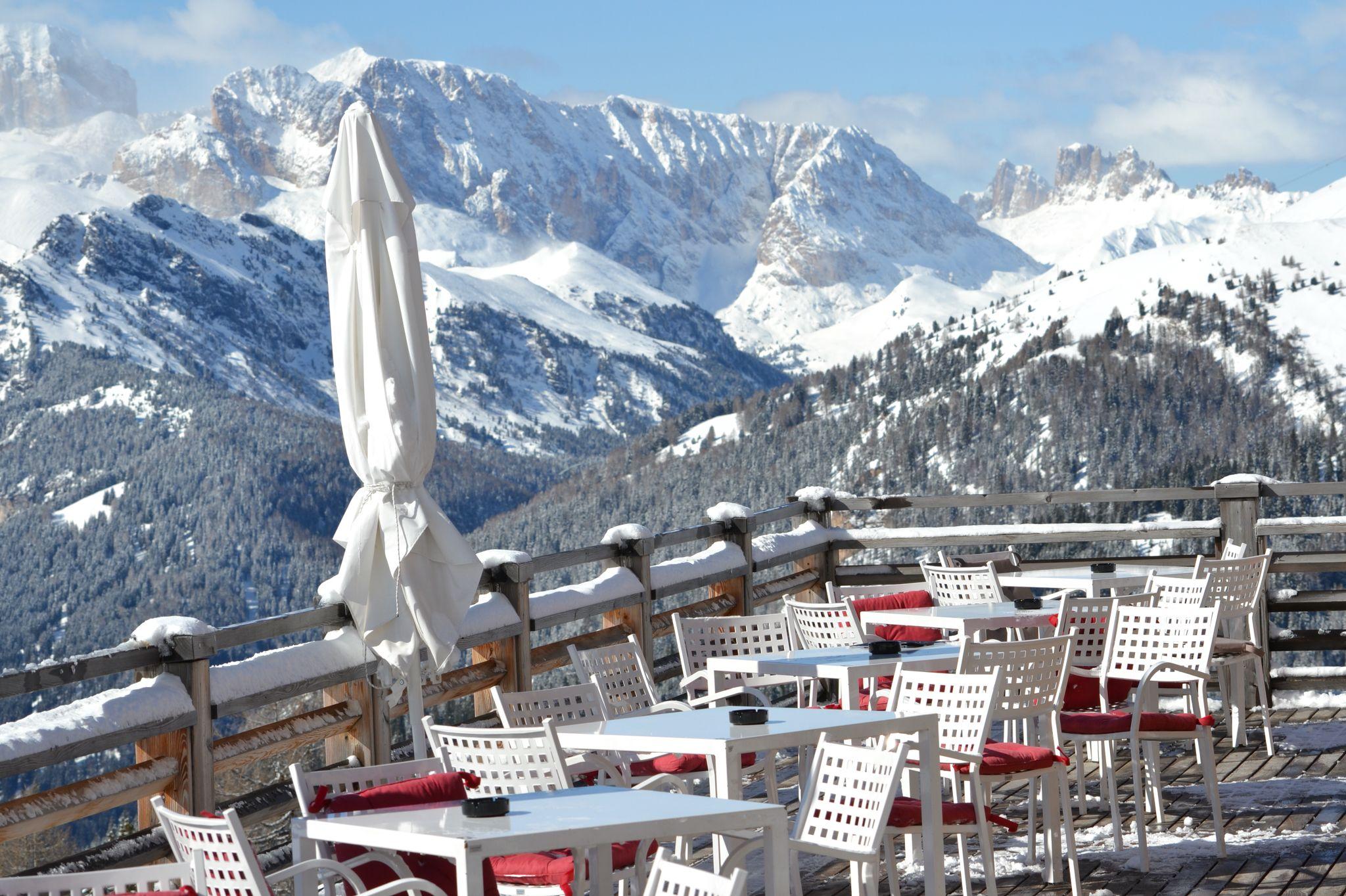 Terrazza panoramica sulle Dolomiti da HotelPordoi | Albergo/Hotel ...