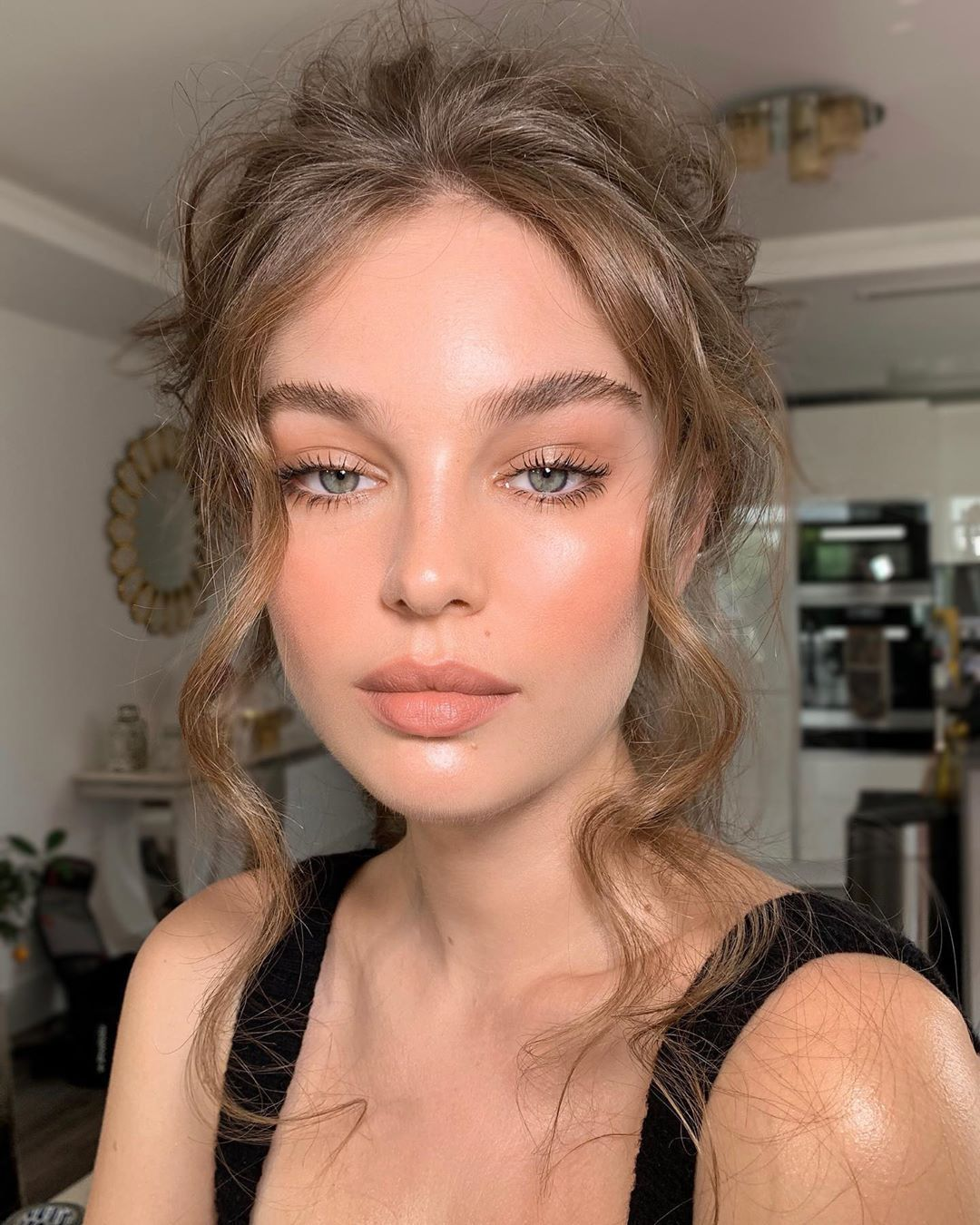"Nikki_Makeup on Instagram: ""Caramel crème glow @millieroseloggie  Hair by @lukepluckrose #nikki_makeup"" #softglammakeup"